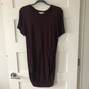 Aritzia Wilfred high low burgundy T-shirt